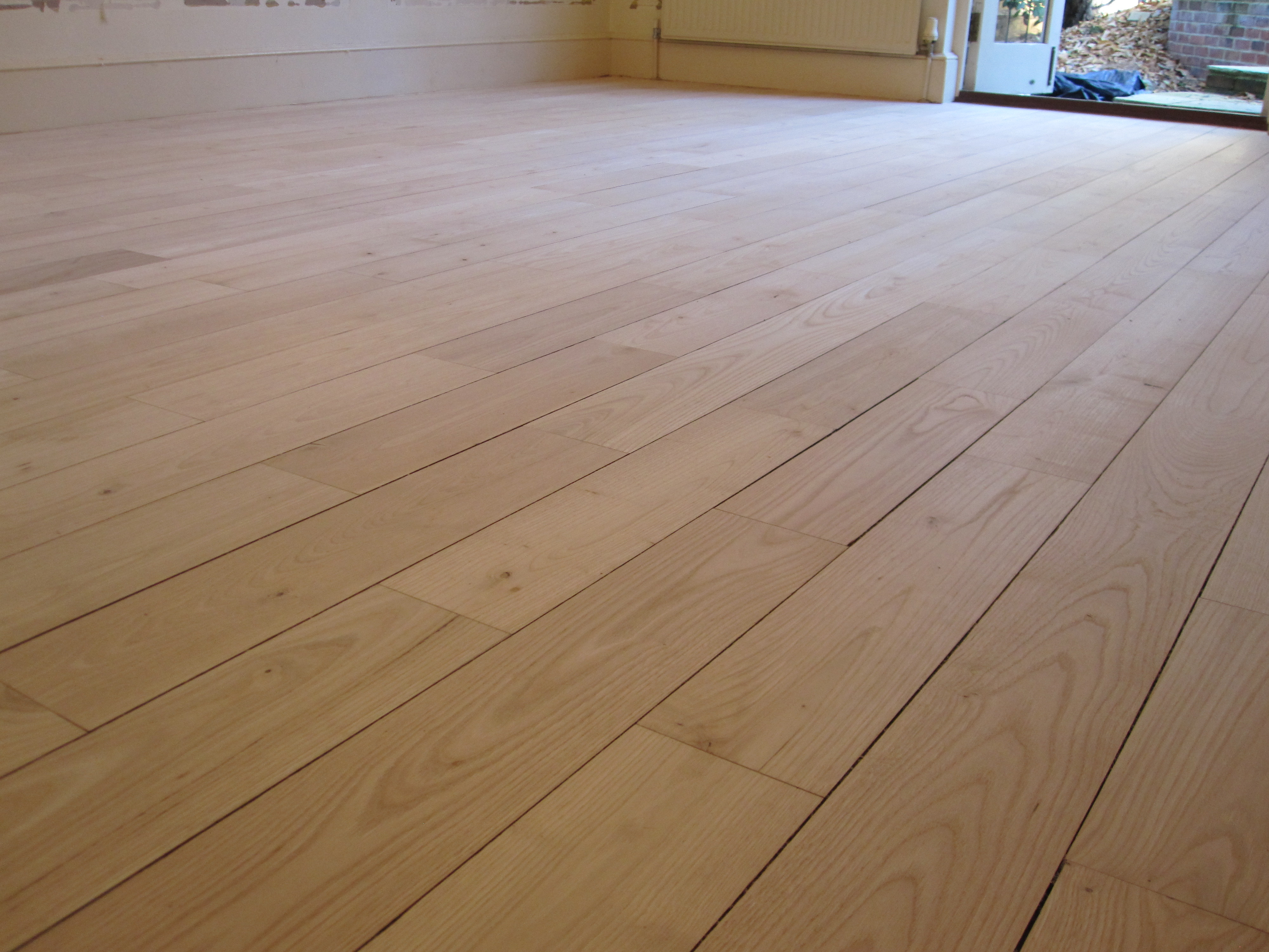 Floor sanding surrey 5 tips you should follow when laying for Laying hardwood floors